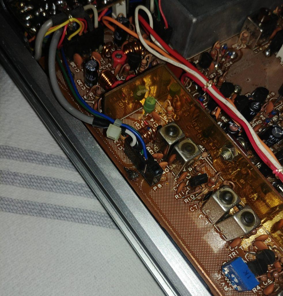 Konektor za povezivanje na transverter.